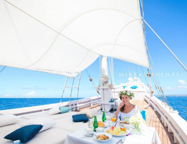 Romantic dinner on the yacht