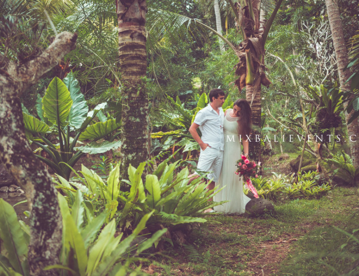 Romantic tropical forest photo shooting