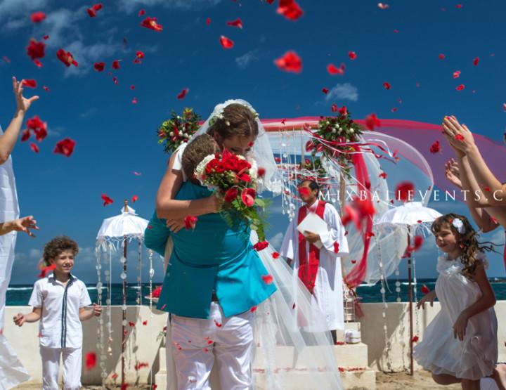 Wedding in a luxury ocean front villa