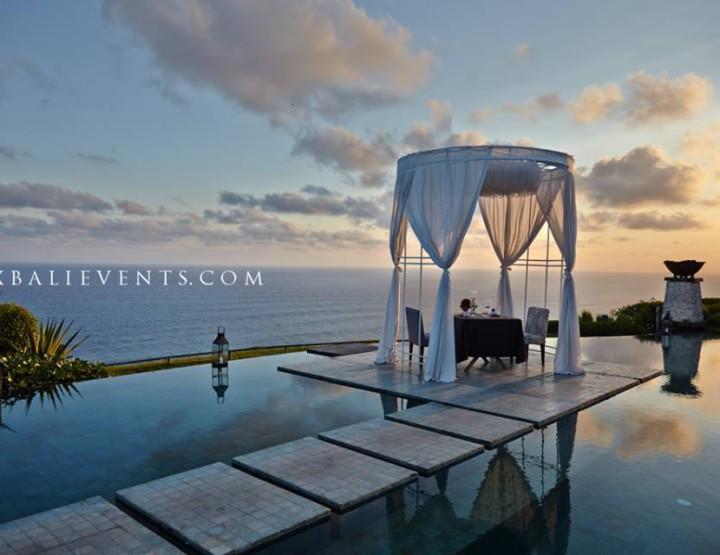 Romantic dinner by the ocean  «Taste of Bali»