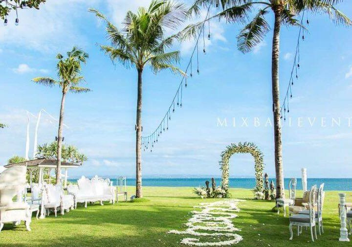 Polynesian wedding at the Art-villa near the ocean. Eric and Katya