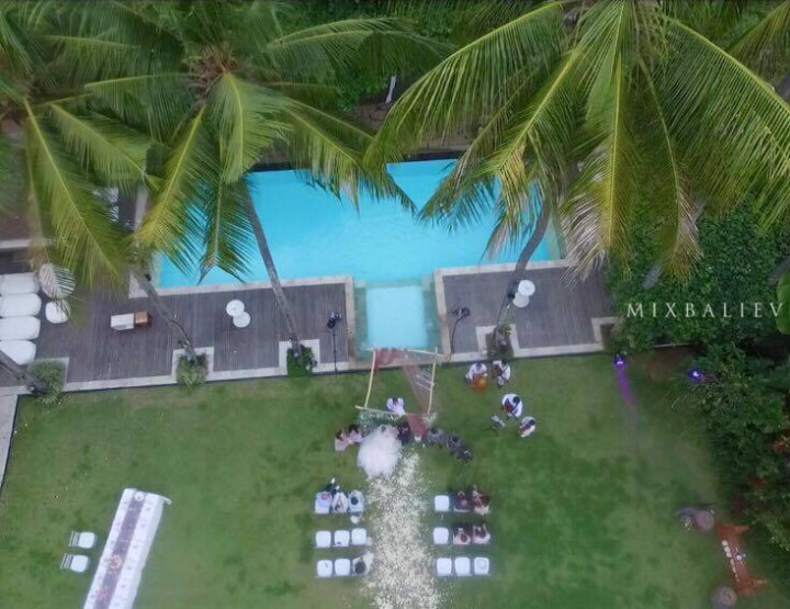Lavender Wedding in a luxury villa near the ocean. Nicka and Artem