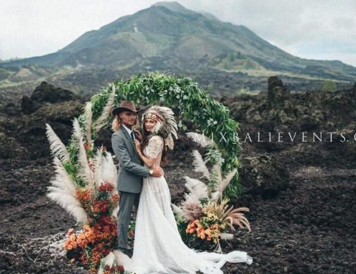 Stylish and fashionable MOODY & BOHO Pampas Grass WEDDING ON VOLCANO
