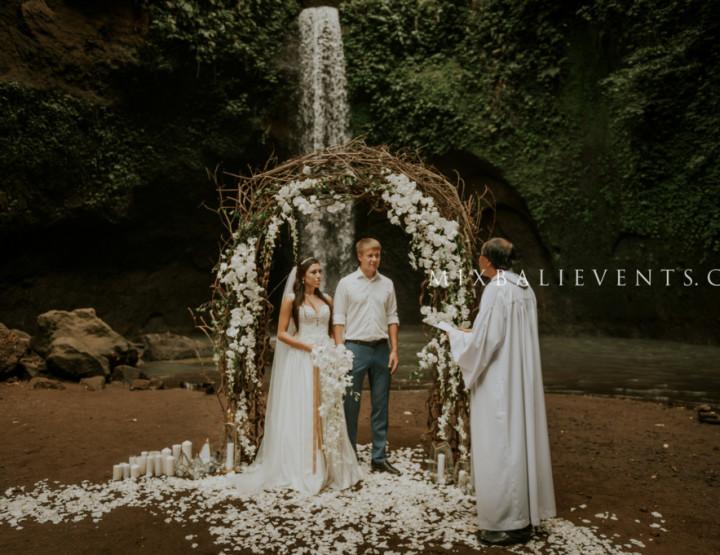 Waterfall Wedding in a tropic jungle