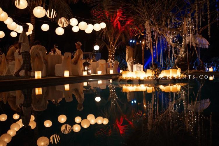 Освещение и световые инталяции на свадьбе на бали