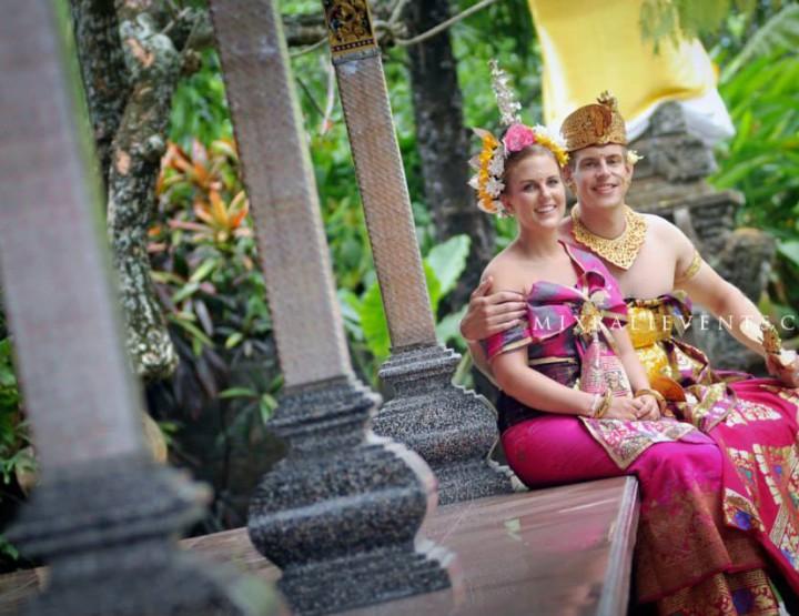 Balinese wedding ceremony. Gigi and Merlot.