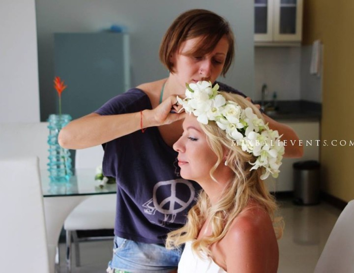 Hairstyles with fresh flowers