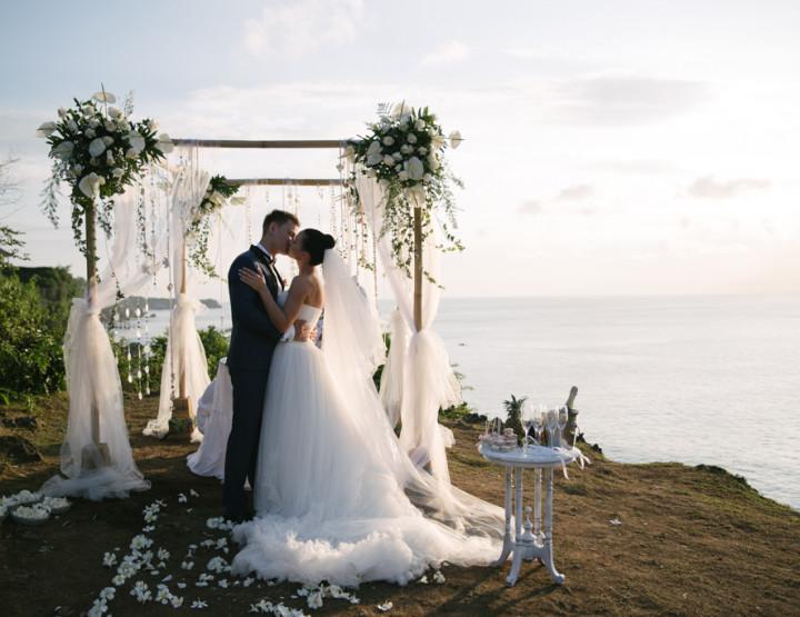 Wedding on a cliff over the ocean