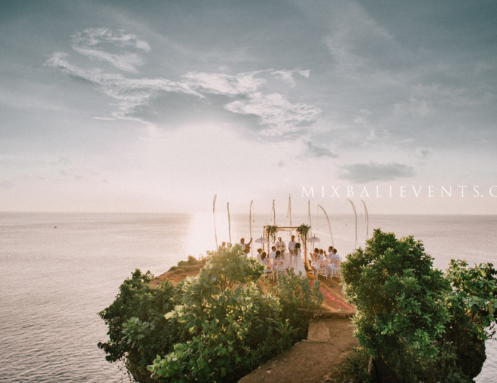 Tropical Wedding on a Cliff Over the Ocean - Christina and Michael