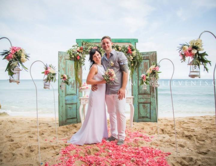 Trend of 2015 - Wedding with Antique Door Arch
