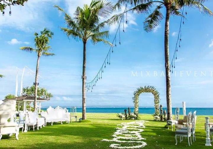Polynesian wedding at the Art-villa. Wedding with guests