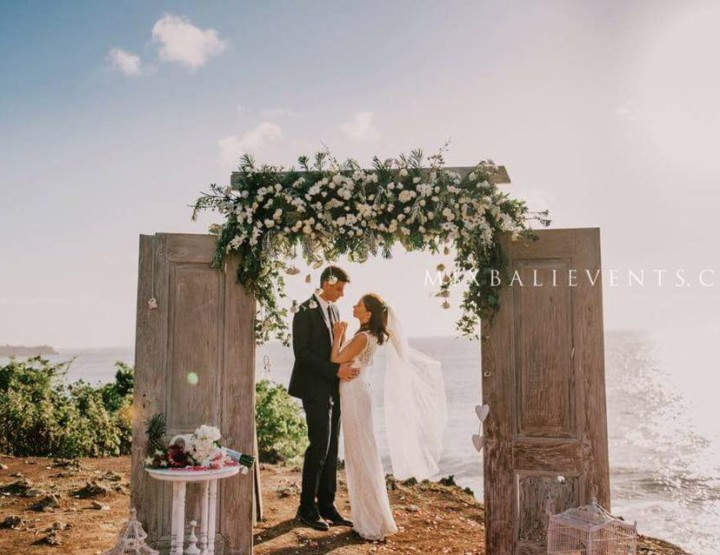Trend 2015 - Wedding with Antique Door Arch on a Cliff Over the Ocean