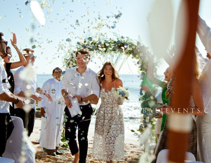 Rustic Chic style Wedding in the beach with white sand