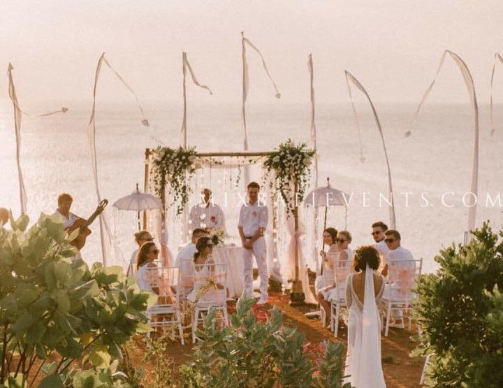 Boho style Wedding on the cliff over the ocean