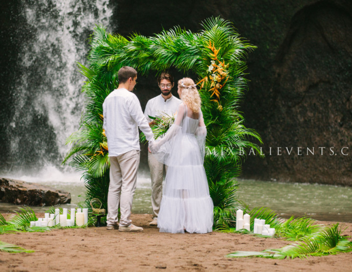 Trend 2017 - Tropical Palm Wedding on the waterfall in the jungle of Bali