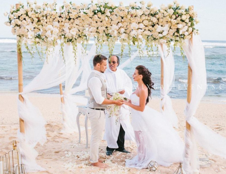 Stylish Orchid Wedding on a white sand beach in Bali. Anastasia and Mikhail - in MIX Bali Events