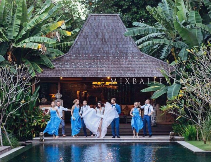 Wedding with guests at the Art-Villa Serenity