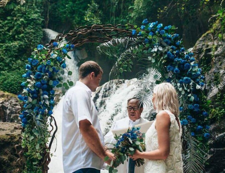 Wedding on the Cascade Waterfall in dark blue colors