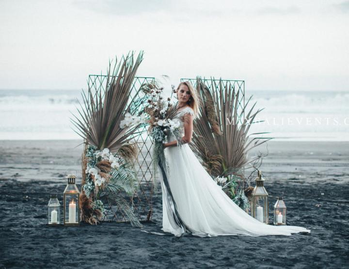 Trend 2018 - Stylish Dusty Blue & Grey Vintage Wedding on the black lava sand beach