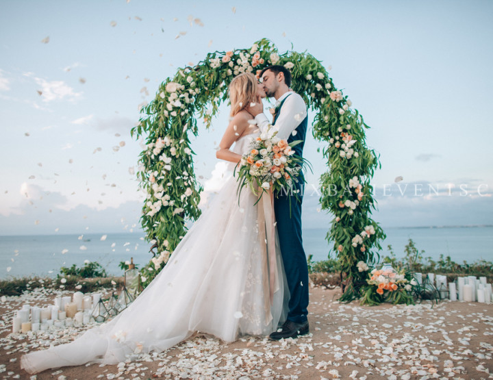 Stylish Rustic Chic Wedding on a cliff above the Indian ocean