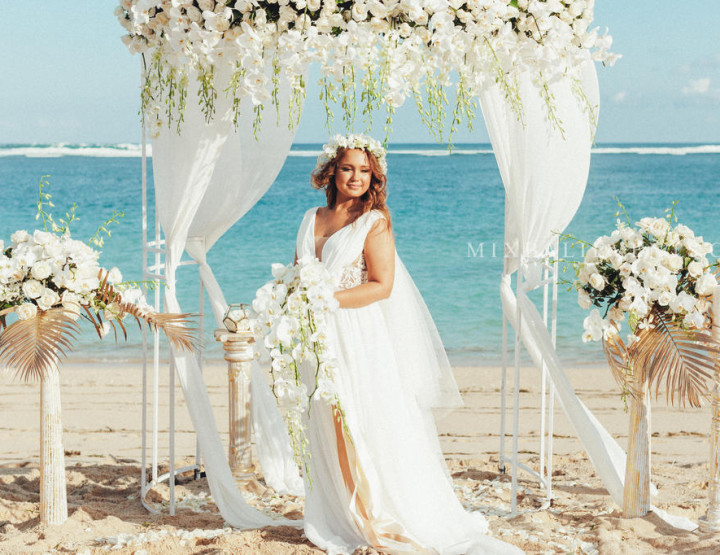 Hit - Orchids tent Wedding on a white-sand beach