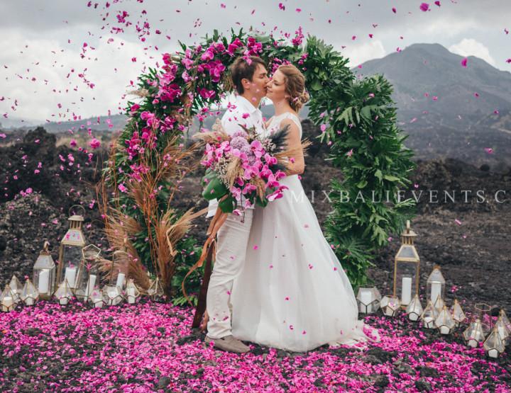 Trend 2018 - Stylish and fashionable MOODY WEDDING ON VOLCANO
