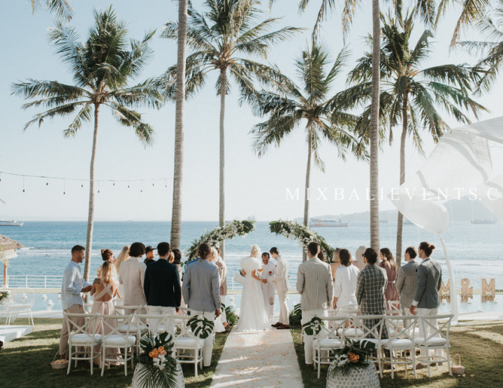 Glam Tropicana Wedding - Stylish Wedding at a luxurious Villa above the Indian Ocean in Bali