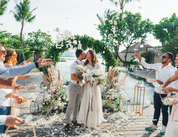 «Glam Grey Wedding» - Stylish Wedding at a luxurious Villa in Bali