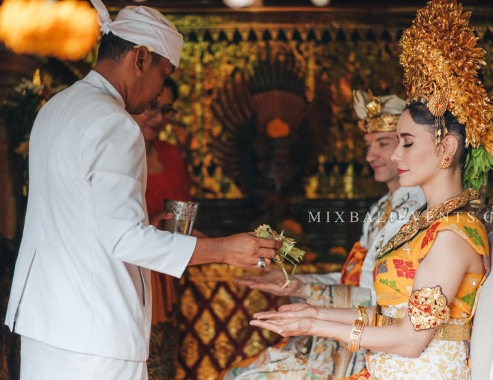 Balinese Style Wedding at the Blanco Museum. Wedding with guests