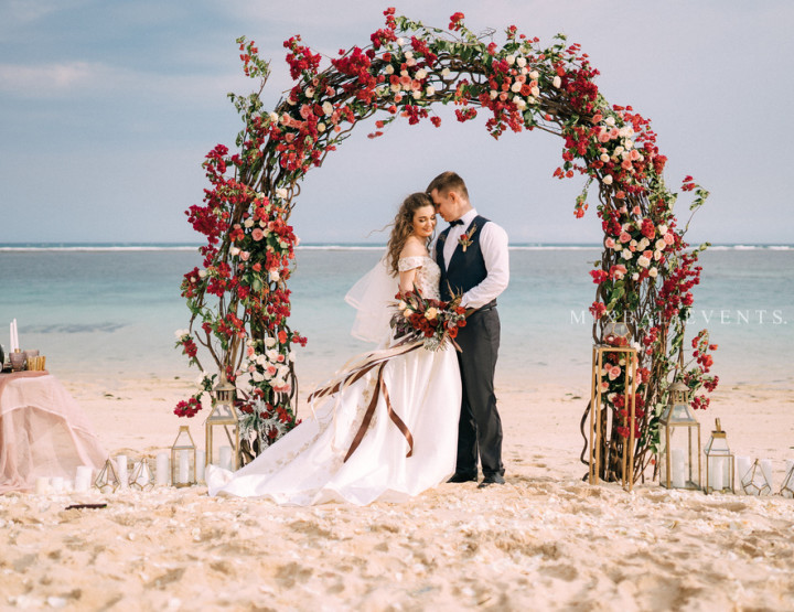Trend 2019! Stylish Boho Wedding in Marsala color on the white-sand beach