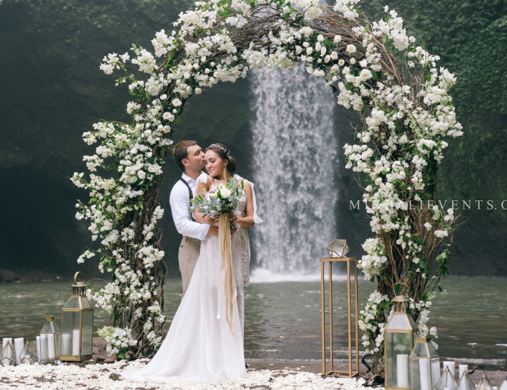 TOP 2019! Stylish White Bougainvilleas Wedding on the Waterfall in the Tropical Jungle of Bali