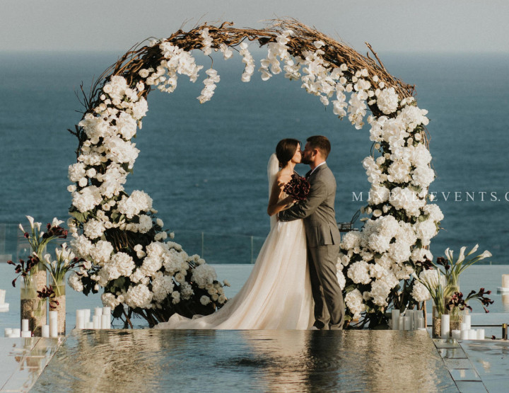 TOP 2019! Black & White Wedding - Stylish Wedding at a luxurious Villa above the Indian Ocean in Bali