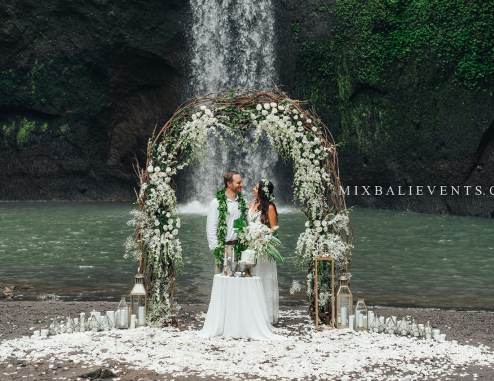 Hit! Exotic Balinese Wedding Ceremony in the Tropical Jungle of Bali
