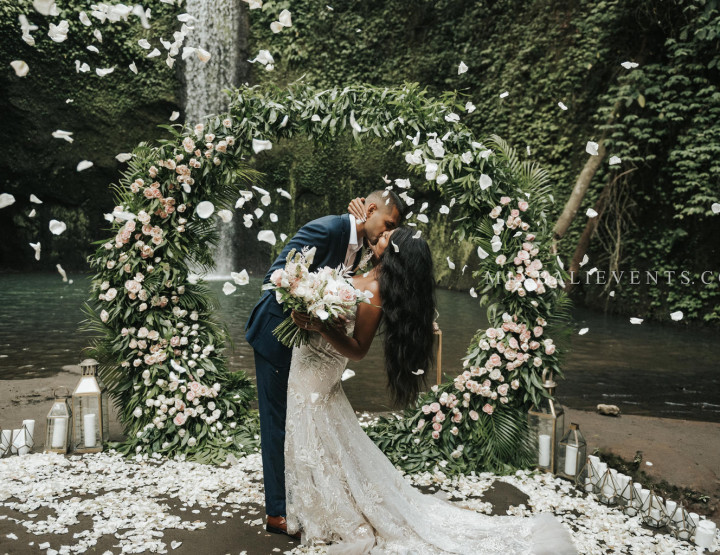 Stylish Tropical Wedding on the Waterfall