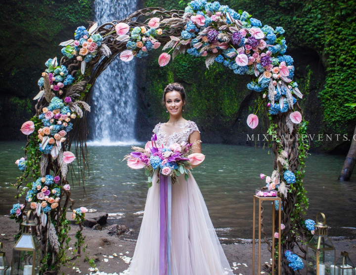 Trend 2019! Pink Anthurium Wedding in the Tropical Jungle of Bali