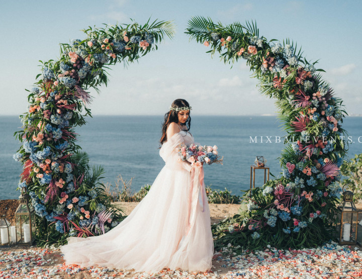 Stylish Purple-Blue Tropical Wedding on a cliff above the ocean